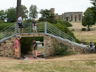 Site de l'orne en Normandie, le parc de Cerisy et le mini-golf