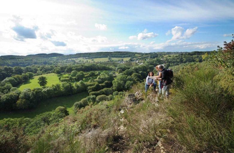 Rocher des Gardes sur le sentier de randonnée pédestre le sentier des méandres