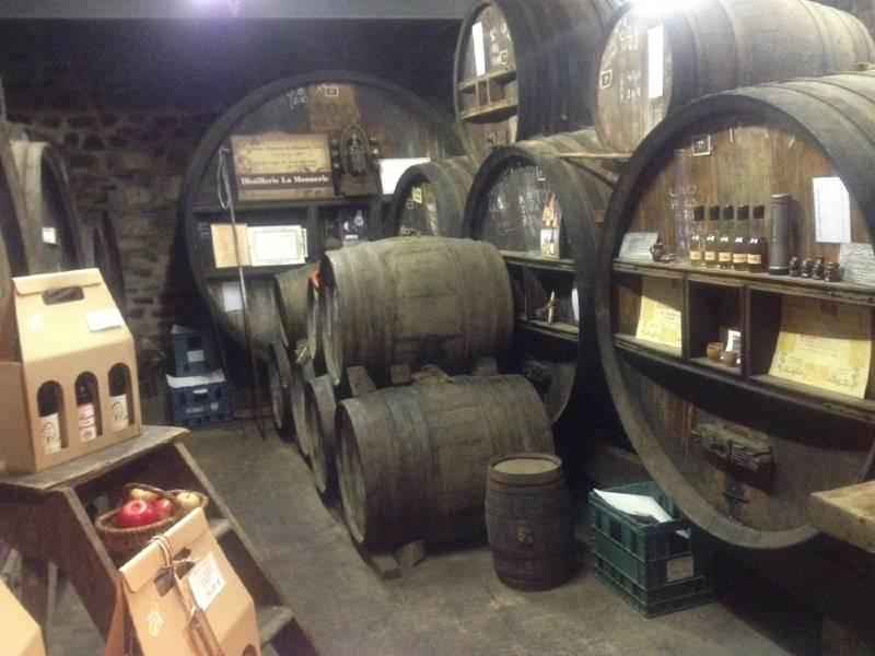 cave à la distillerie de la monnerie