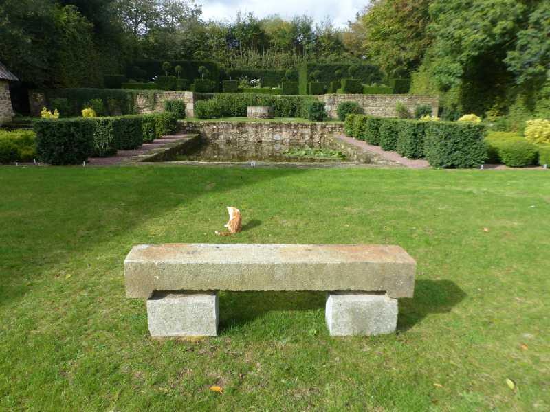 Banc dans les jardins de la boisnerie