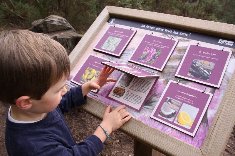 panneau pédagogique sentier nature au mont de Cerisy
