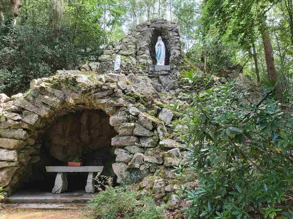 Réplique de la grotte de lourdes mont brulé la ferrière aux étangs