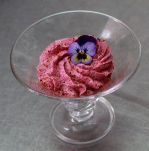Dessert pavlova au restaurant l'imprévu à Flers